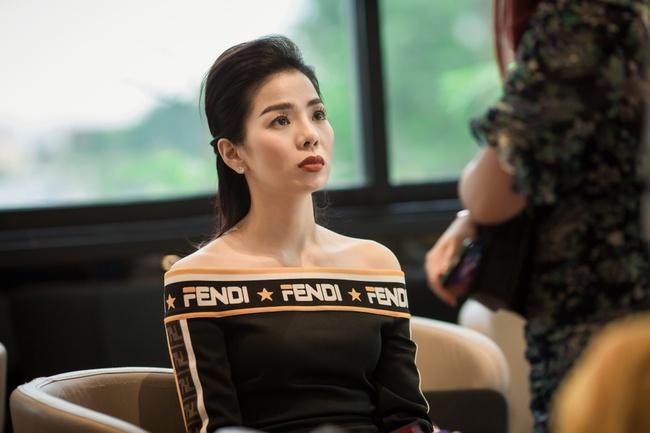 Lệ Quyên xuất hiện cực sang chảnh, khoe body gầy guộc bên bạn thân Nguyễn Hồng Nhung  - Ảnh 2.