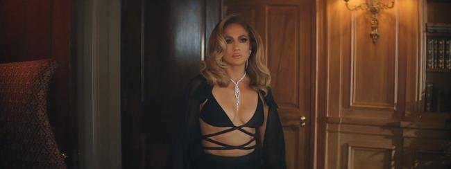Jennifer Lopez khoe body nóng bỏng ở tuổi 51 trong thiết kế của nhà mốt Công Trí  - Ảnh 2.