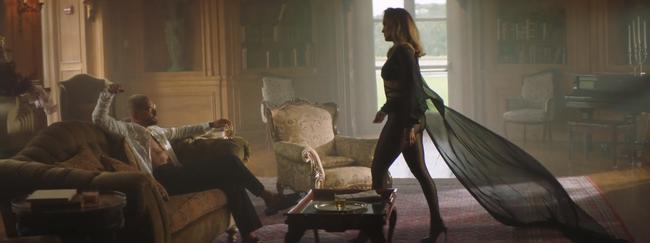 Jennifer Lopez khoe body nóng bỏng ở tuổi 51 trong thiết kế của nhà mốt Công Trí  - Ảnh 6.