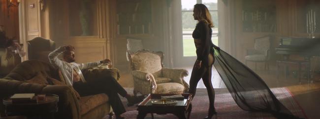Jennifer Lopez khoe body nóng bỏng ở tuổi 51 trong thiết kế của nhà mốt Công Trí  - Ảnh 7.