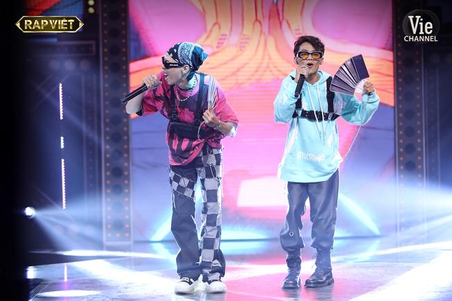 """""""Rap Việt"""": Karik nghi ngờ Suboi thiên vị cho thí sinh nữ duy nhất trong đội liền bị """"chị đại"""" làng rap đứng dậy đáp trả - Ảnh 6."""