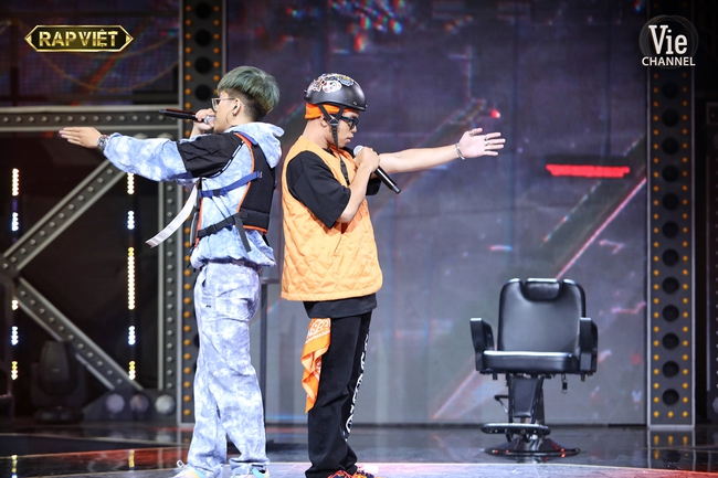 """""""Rap Việt"""": Karik nghi ngờ Suboi thiên vị cho thí sinh nữ duy nhất trong đội liền bị """"chị đại"""" làng rap đứng dậy đáp trả - Ảnh 8."""