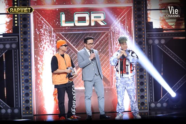 """""""Rap Việt"""": Karik nghi ngờ Suboi thiên vị cho thí sinh nữ duy nhất trong đội liền bị """"chị đại"""" làng rap đứng dậy đáp trả - Ảnh 9."""