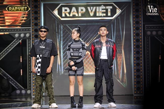 """""""Rap Việt"""": Karik nghi ngờ Suboi thiên vị cho thí sinh nữ duy nhất trong đội liền bị """"chị đại"""" làng rap đứng dậy đáp trả - Ảnh 3."""