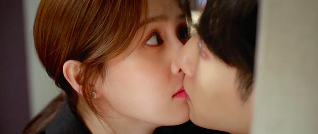 """Nửa là đường mật nửa là đau thương: Lịm tim trước cảnh hôn môi """"đầy đường"""" của La Vân Hi - Bạch Lộc - Ảnh 10."""