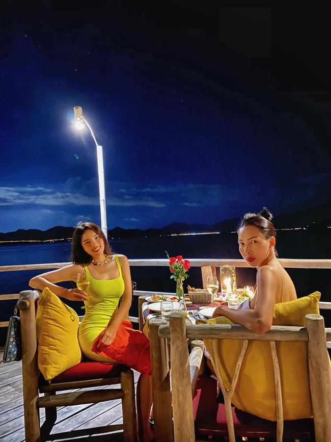 Kỳ Duyên hẹn hò ăn tối lãng mạn trên biển cùng Minh Triệu.