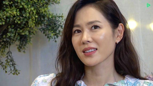 Bị Son Ye Jin ngó lơ vì không mời tham dự fanmeeting, Hyun Bin có động thái ngọt ngào với mỹ nhân này khiến fan hụt hẫng - Ảnh 1.