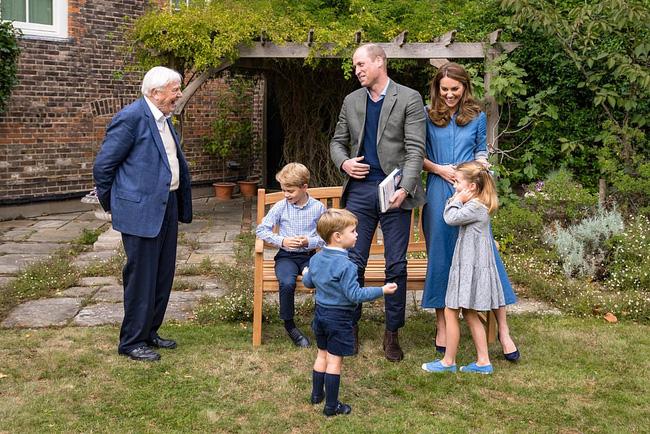 Giữa loạt lùm xùm của nhà Sussex khiến hoàng gia xấu hổ, gia đình Công nương Kate xuất hiện tỏa sáng, gây chú ý nhất là hai hoàng tử nhỏ - Ảnh 1.