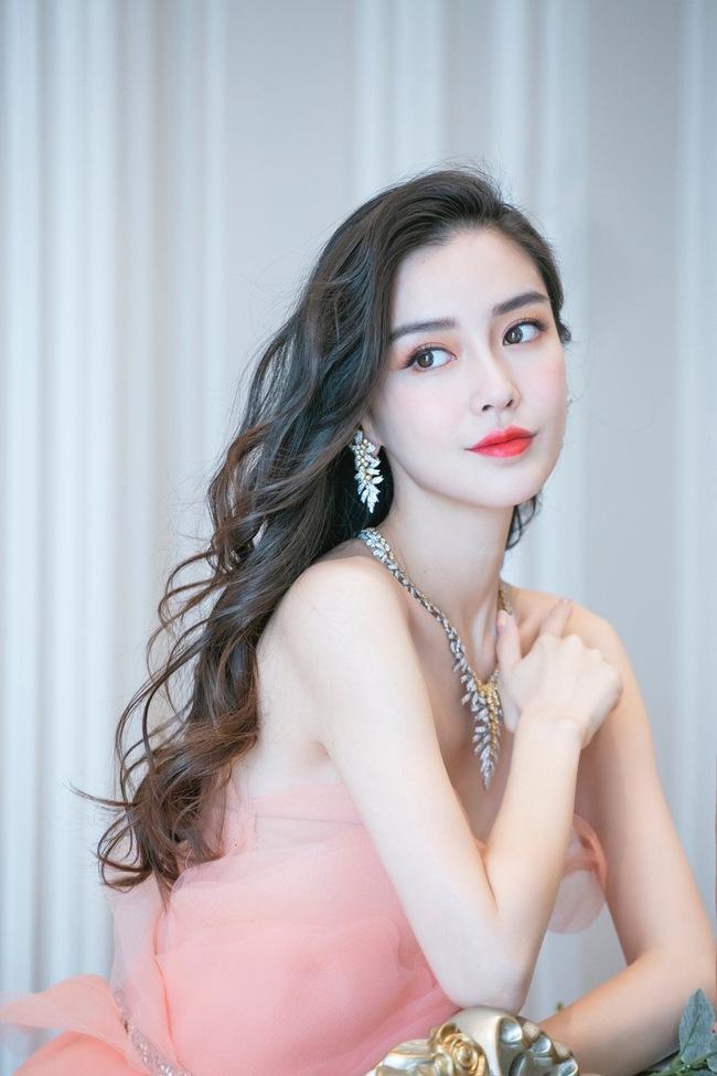 Dương Tử - Dịch Mịch bị loại, Ngu Thư Hân lọt Top bình chọn Nữ thần Kim Ưng, netizen nổi giận chỉ trích nặng nề  - Ảnh 4.
