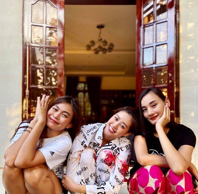 Khánh Vân đăng ảnh chụp cùng Mâu Thủy và Lê Thúy.