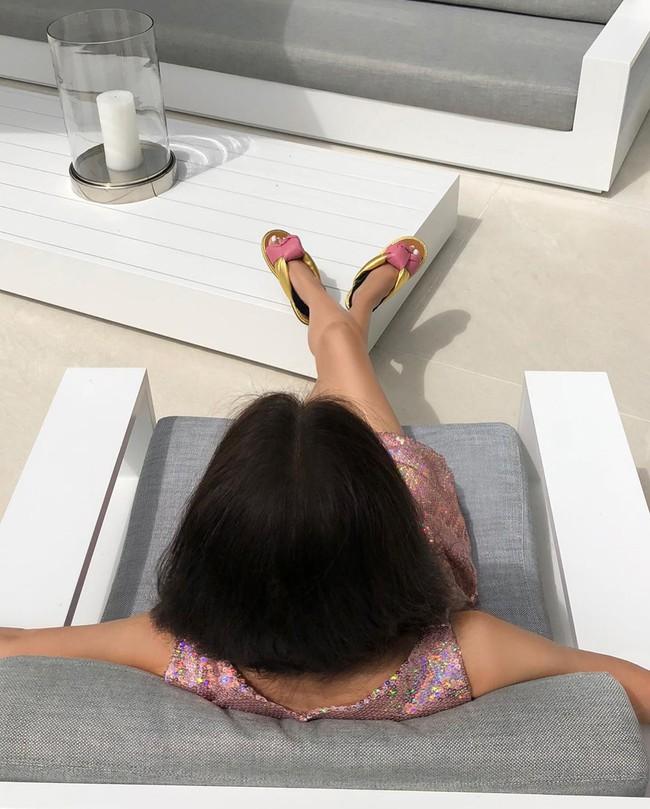 """Đôi chân """"cực phẩm"""" của U75 Vera Wang đã quá nổi tiếng nhưng nhìn làn da thì ai cũng phải ngỡ ngàng - Ảnh 4."""