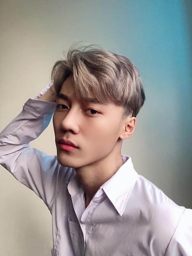 """Chàng trai 2001 gây bão MXH vì ngoại hình """"một trời một vực"""" sau thẩm mỹ, hiện tại đẹp ngang sao Hàn khiến cư dân mạng hốt hoảng không tin là 1 người - Ảnh 11."""