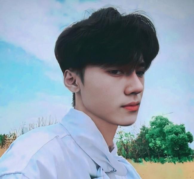 """Chàng trai 2001 gây bão MXH vì ngoại hình """"một trời một vực"""" sau thẩm mỹ, hiện tại đẹp ngang sao Hàn khiến cư dân mạng hốt hoảng không tin là 1 người - Ảnh 6."""