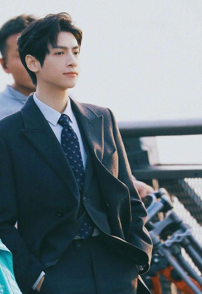 Nửa là đường mật nửa là đau thương: La Vân Hi đẹp mê mẩn khi làm CEO, netizen quên mất vừa chê nam diễn viên lùn - Ảnh 4.