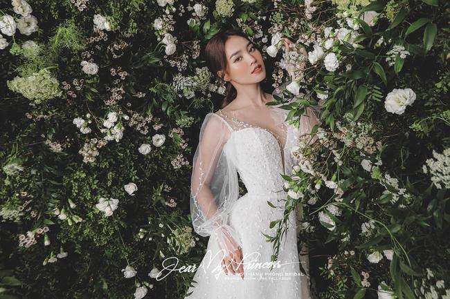 """Ninh Dương Lan Ngọc gây bất ngờ với loạt ảnh mặc váy cưới, vòng 1 """"khủng"""" đến nghẹt thở - Ảnh 3."""