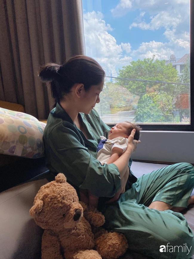 """9x Việt sở hữu gương mặt giống hệt Lee """"Tình yêu không có lỗi"""" gây sốt với bức ảnh cho con bú, hóa ra đã làm mẹ bỉm sữa xinh đẹp - Ảnh 7."""