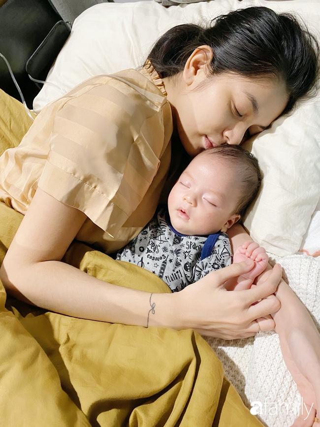 """9x Việt sở hữu gương mặt giống hệt Lee """"Tình yêu không có lỗi"""" gây sốt với bức ảnh cho con bú, hóa ra đã làm mẹ bỉm sữa xinh đẹp - Ảnh 4."""