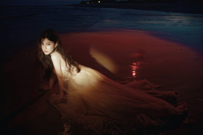 Hết thời làm ngọc nữ ngoan hiền, Hoàng Yến Chibi bỗng đổi gu bí ẩn sexy - Ảnh 7.