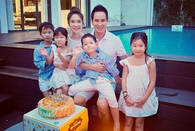 Lý Hải đón sinh nhật bên bà xã và các con.