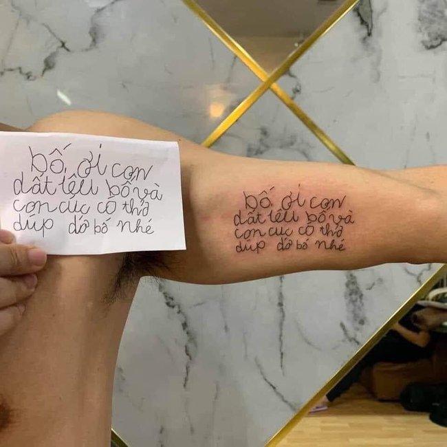 """Dòng chữ nguệch ngoạc xăm trên cánh tay ông bố trẻ nhìn qua ai cũng bảo """"xấu thế"""", nhưng đọc kỹ lại chứa đựng """"cả một trời yêu thương"""""""