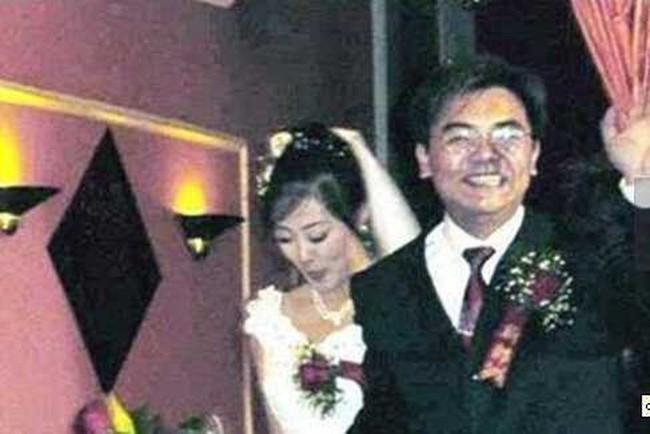 Hình ảnh hiếm hoi của vợ chồng Triệu Hân Bồi trong đám cưới.