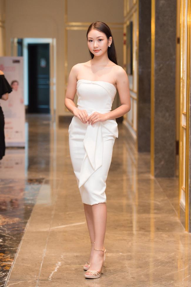 """Nhan sắc dàn thí sinh sơ khảo miền Bắc Hoa hậu Việt Nam 2020: Hội 10X chiếm sóng với profile """"khủng"""" nhưng cô nàng mặc váy xẻ sâu khoe vòng 1 đầy lại gây chú ý - Ảnh 9."""