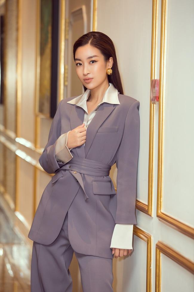 U50 Hà Kiều Anh đẹp lấn át đàn em kém 20 tuổi Đỗ Mỹ Linh khi làm giám khảo Hoa hậu Việt Nam 2020 - Ảnh 5.