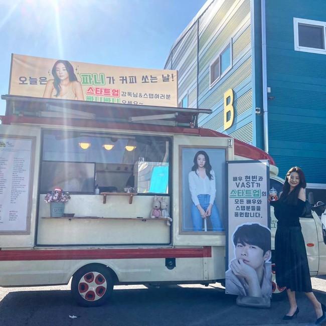 Bị Son Ye Jin ngó lơ vì không mời tham dự fanmeeting, Hyun Bin có động thái ngọt ngào với mỹ nhân này khiến fan hụt hẫng - Ảnh 3.