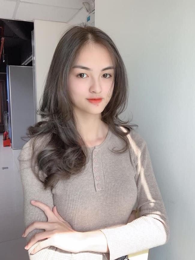 Soi nhan sắc đời thường của dàn thí sinh Hoa hậu Việt Nam 2020: Hầu như ai cũng có sự khác biệt với ảnh dự thi, thậm chí còn lộ gương mặt già hơn tuổi - Ảnh 9.