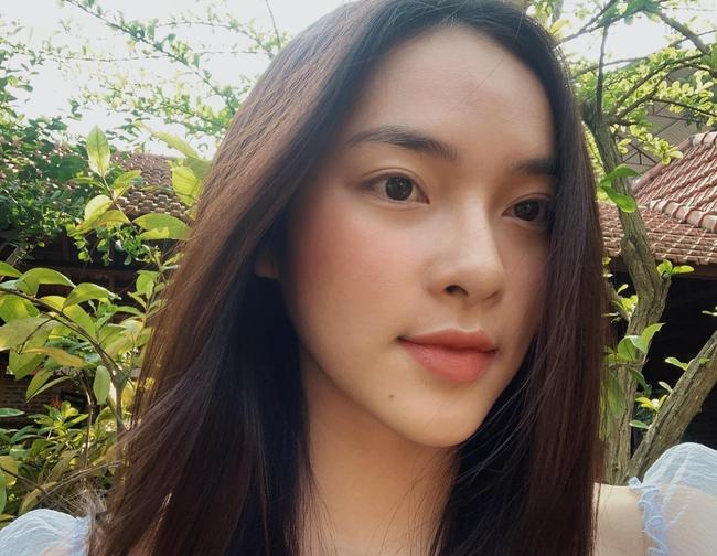 Soi nhan sắc đời thường của dàn thí sinh Hoa hậu Việt Nam 2020: Hầu như ai cũng có sự khác biệt với ảnh dự thi, thậm chí còn lộ gương mặt già hơn tuổi - Ảnh 4.