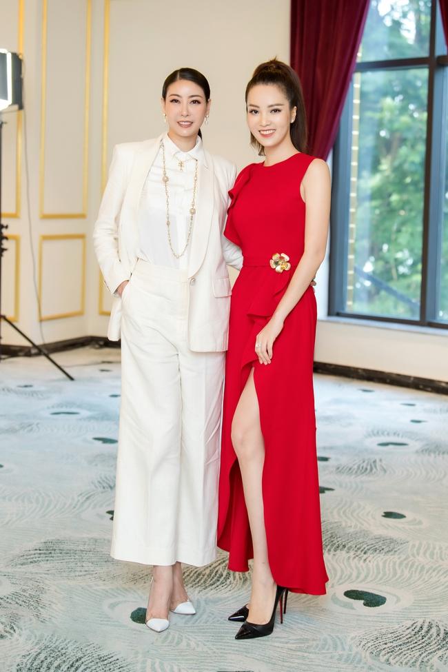 """Á hậu Thụy Vân """"đánh lẻ"""" diện váy đỏ nổi bật đọ sắc cùng Hoa hậu Hà Kiều Anh và Đỗ Mỹ Linh  - Ảnh 7."""