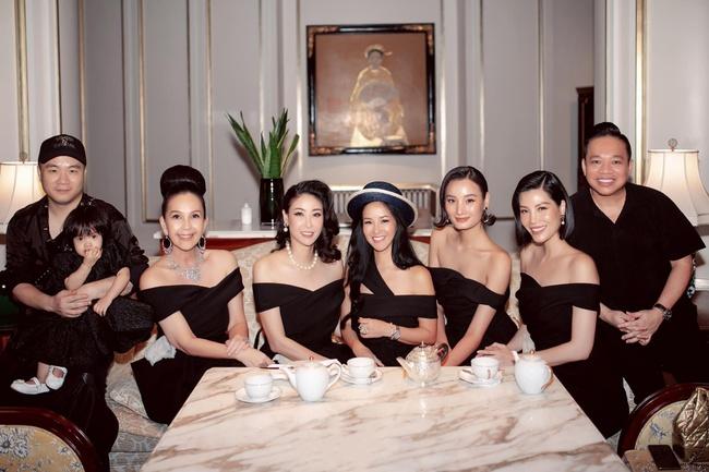 Diva Hồng Nhung hội ngộ bạn bè sau thời gian dài xa cách vì dịch - Ảnh 2.