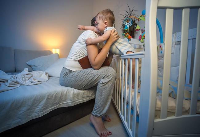 6 điều đặc biệt nên tránh nhưng hầu như mẹ nào cũng làm khi bé thức giấc giữa đêm - Ảnh 4.