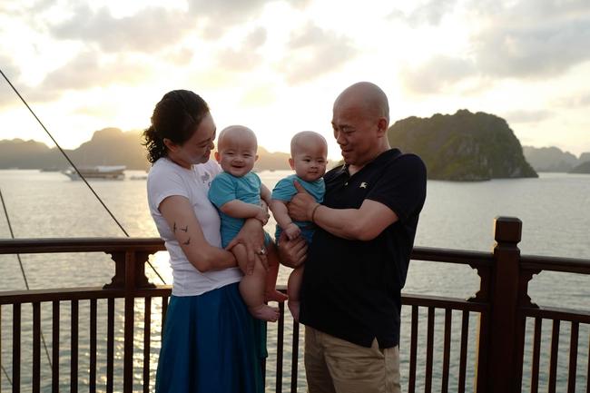 """Có cặp sinh đôi Cơm - Canh ở tuổi 47, hot mom Văn Thùy Dương tự thấy """"phát ngượng"""" vì 1 điều"""