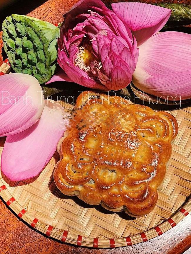 Tiệm bánh Trung thu cổ truyền nức tiếng Hà Nội bị bóc phốt làm bánh lòi cả nhân, ăn toàn mỡ là mỡ, nhưng chính cư dân mạng lại ra tay đỡ lời bằng câu nói cực chất - Ảnh 4.
