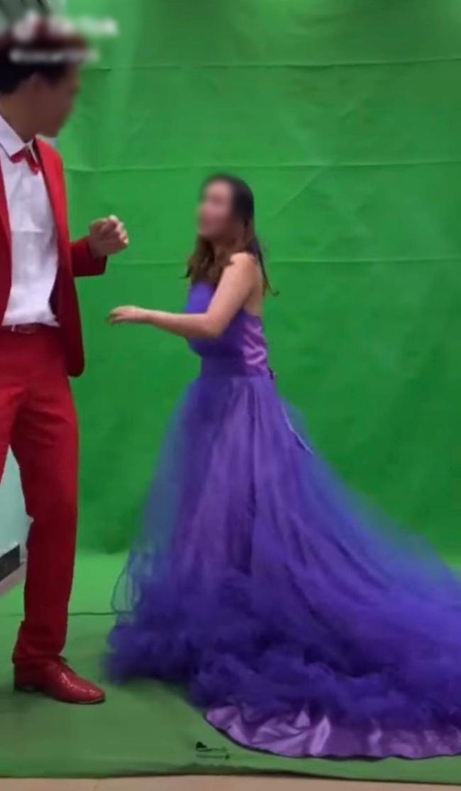 """Xích mích khi chụp ảnh cưới, chú rể tát thẳng vào đầu cô dâu và màn lao vào """"combat"""" của cô gái trẻ khiến tất cả """"đứng hình"""" - Ảnh 4."""