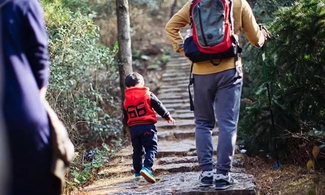 """""""Học lỏm"""" bí quyết nuôi 2 con trai cao gần 2 mét của cặp vợ chồng thầy giáo có chiều cao trung bình - Ảnh 1."""