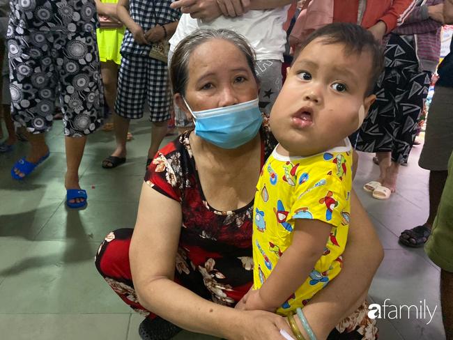Trung thu của cặp song sinh dính nhau Trúc Nhi - Diệu Nhi và hàng trăm trẻ khác trong bệnh viện nhi đồng - Ảnh 8.
