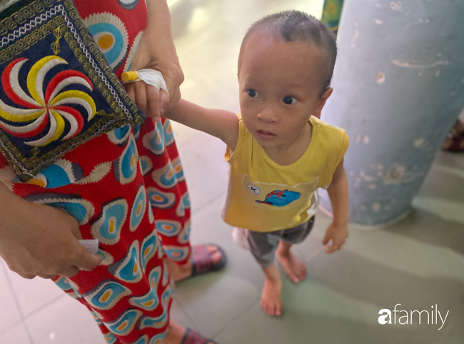 Trung thu của cặp song sinh dính nhau Trúc Nhi - Diệu Nhi và hàng trăm trẻ khác trong bệnh viện nhi đồng - Ảnh 6.