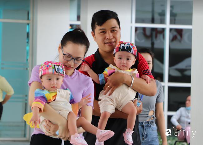 Trung thu của cặp song sinh dính nhau Trúc Nhi - Diệu Nhi và hàng trăm trẻ khác trong bệnh viện nhi đồng - Ảnh 2.