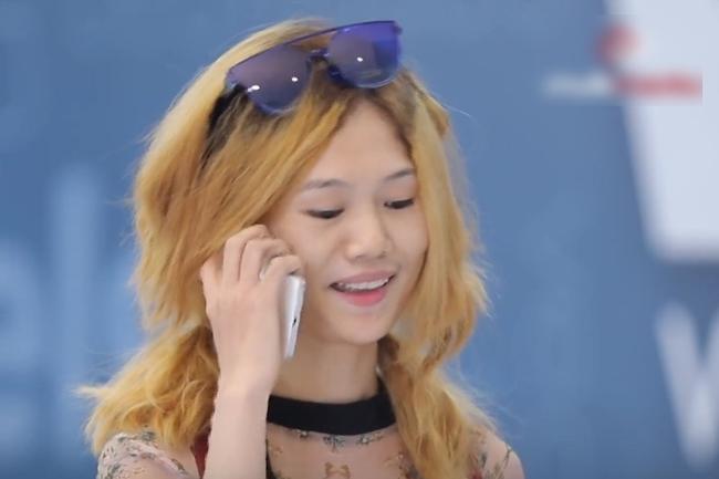 Vietnam's Next Top Model: Võ Hoàng Yến mắng thẳng nữ thí sinh đeo giày vào cổ, vừa nghe điện thoại, xịt nước hoa lúc đi catwalk  - Ảnh 1.
