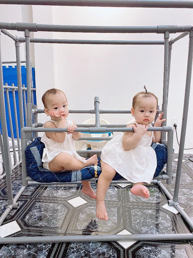 Trông con bận bao việc, mẹ đảm vẫn tranh thủ làm cho bé chiếc ghế ăn dặm bằng ống nước cực xinh, ai cũng hỏi cách làm - Ảnh 5.