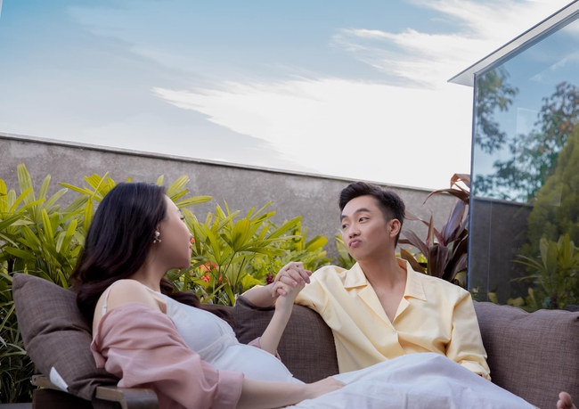 Loạt ảnh mới được tiết lộ của Đàm Thu Trang trước ngày lâm bồn, nhan sắc mẹ bầu đẹp rạng rỡ khiến ai cũng xuýt xoa - Ảnh 5.