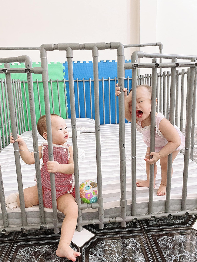 Trông con bận bao việc, mẹ đảm vẫn tranh thủ làm cho bé chiếc ghế ăn dặm bằng ống nước cực xinh, ai cũng hỏi cách làm - Ảnh 6.