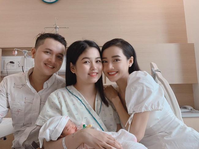 Danh tính bé gái thường xuyên xuất hiện bên cạnh Nhã Phương - Trường Giang, không ít người nhầm là con gái của cặp đôi - Ảnh 9.