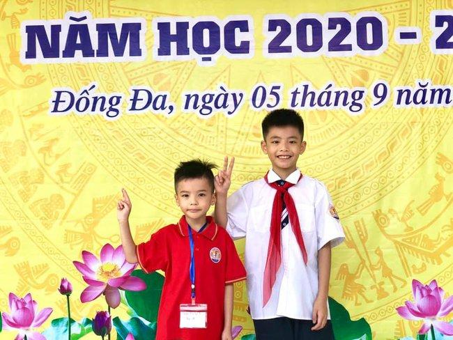 Khai giảng không bóng bay, học sinh đeo khẩu trang, đo thân nhiệt trước khi vào trường dự lễ: Có trường tổ chức 3 điểm cầu trong lễ khai giảng đặc biệt - Ảnh 73.