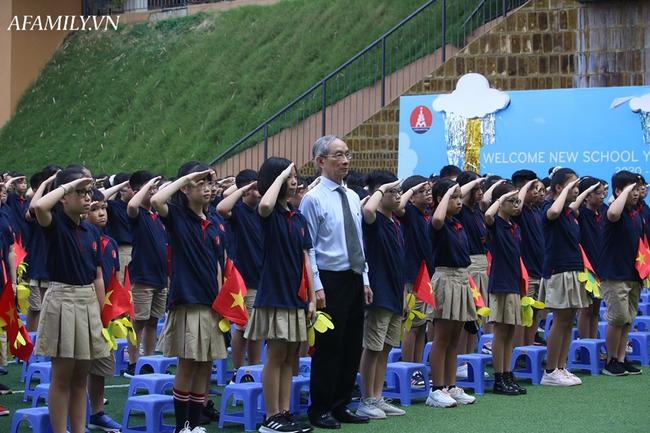 Khai giảng không bóng bay, học sinh đeo khẩu trang, đo thân nhiệt trước khi vào trường dự lễ: Có trường tổ chức 3 điểm cầu trong lễ khai giảng đặc biệt - Ảnh 49.