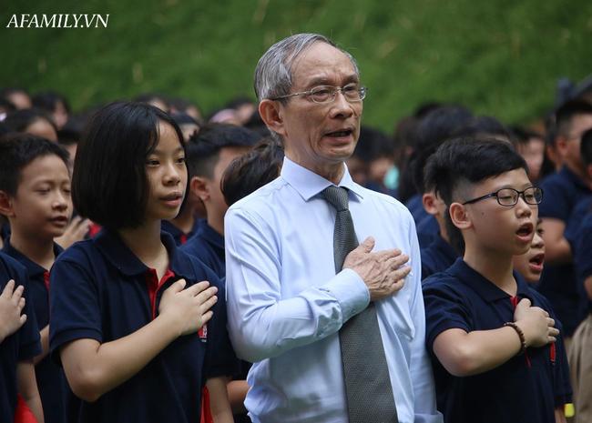 Khai giảng không bóng bay, học sinh đeo khẩu trang, đo thân nhiệt trước khi vào trường dự lễ: Có trường tổ chức 3 điểm cầu trong lễ khai giảng đặc biệt - Ảnh 51.