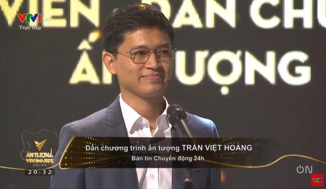 VTV Awards 2020: Giải thưởng BTV dẫn chương trình ấn tượng nhất gọi tên Việt Hoàng - chàng trai nhiều muối nhất VTV24 - Ảnh 4.