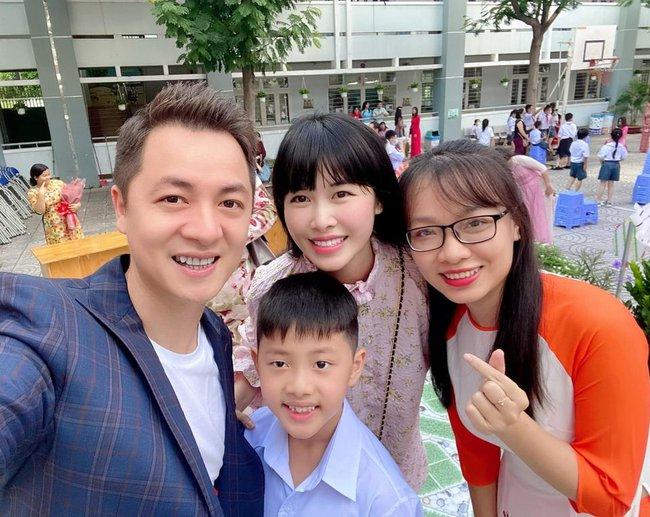 Đều là những đại gia của showbiz nhưng chỉ đến mùa khai giảng, dân tình mới phát hiện ra con của các sao Việt nay chỉ học trường bình dân - Ảnh 2.